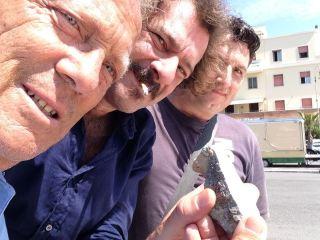 Con i compagni di Radicali Roma e un pezzo del muretto abbattuto